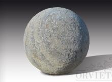 Palla in pietra grandi dimensioni, diametro 50 cm.
