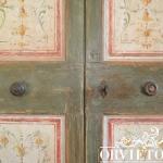 Particolare della porta dipinta