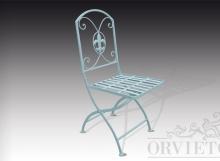 Sedia in ferro richiudibile con seduta a fasce, schienale con volute e decoro a giglio centrale.