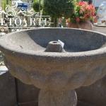 Particolare fontana in pietra