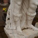 Soldato romano marmo, particolare gambe