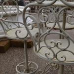Sgabello in ferro con tavolino