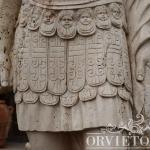 Soldato romano in marmo, particolare veste