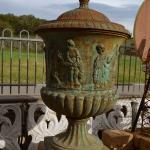 vaso monumentale in ghisa, Arredo giardino, Orvieto, Umbria, Italia
