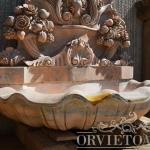 Fontana in marmo rosa, Arredo giardino, Orvieto, Umbria, Italia