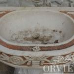 Lavabo in marmo rosa, Arredo giardino, Orvieto, Umbria, Italia