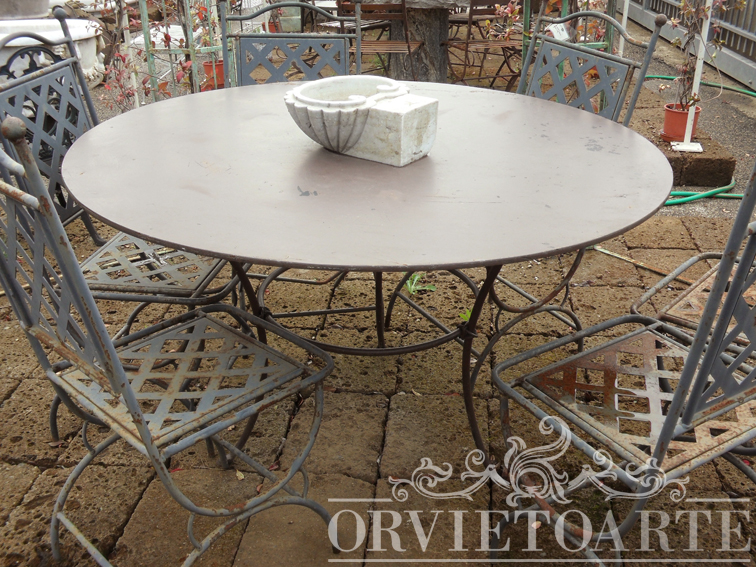 Orvieto arte tavolo rotondo a tre piedi in ferro battuto - Tavolo ferro giardino ...