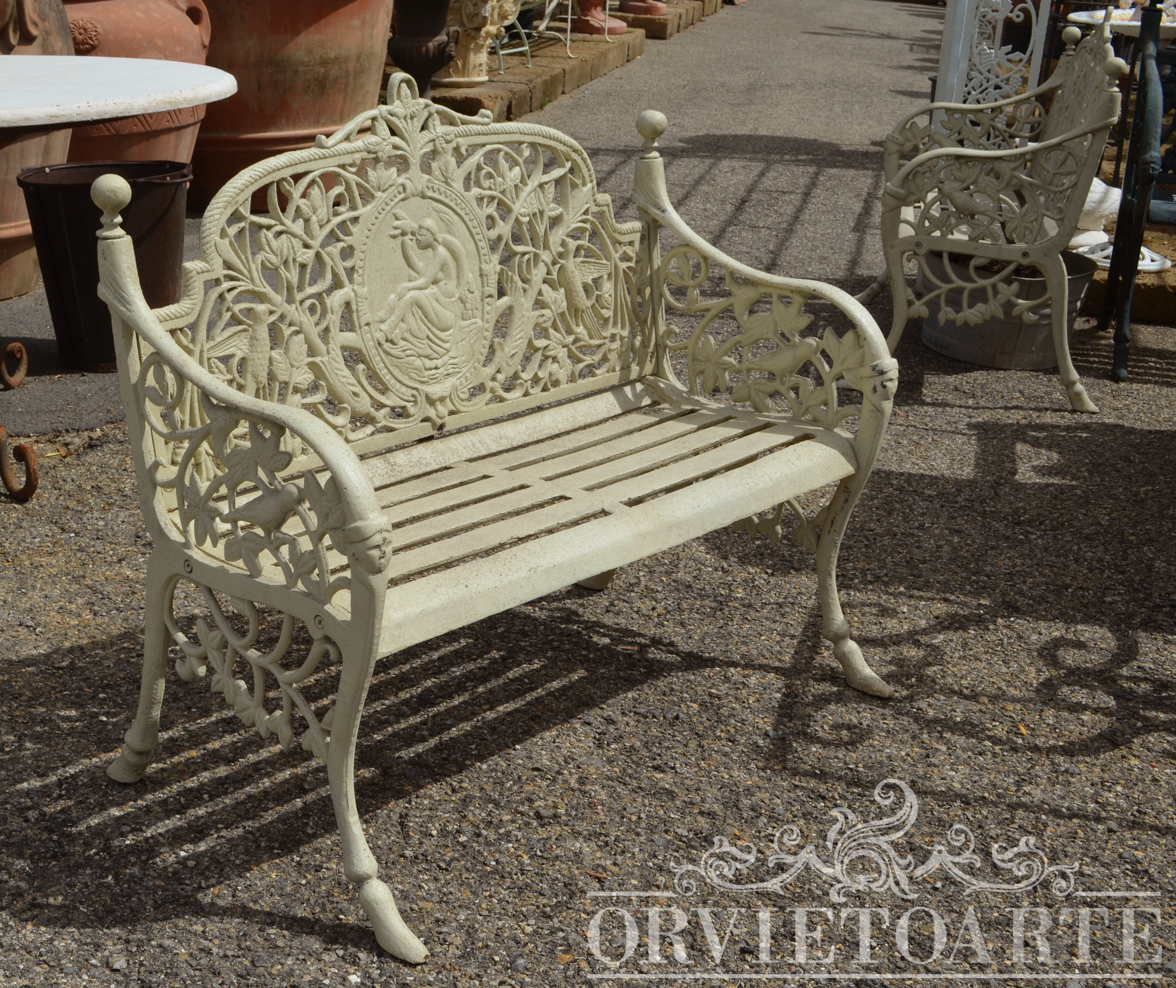 Orvieto arte panchina in ghisa due posti con medaglione for Arredo giardino perugia