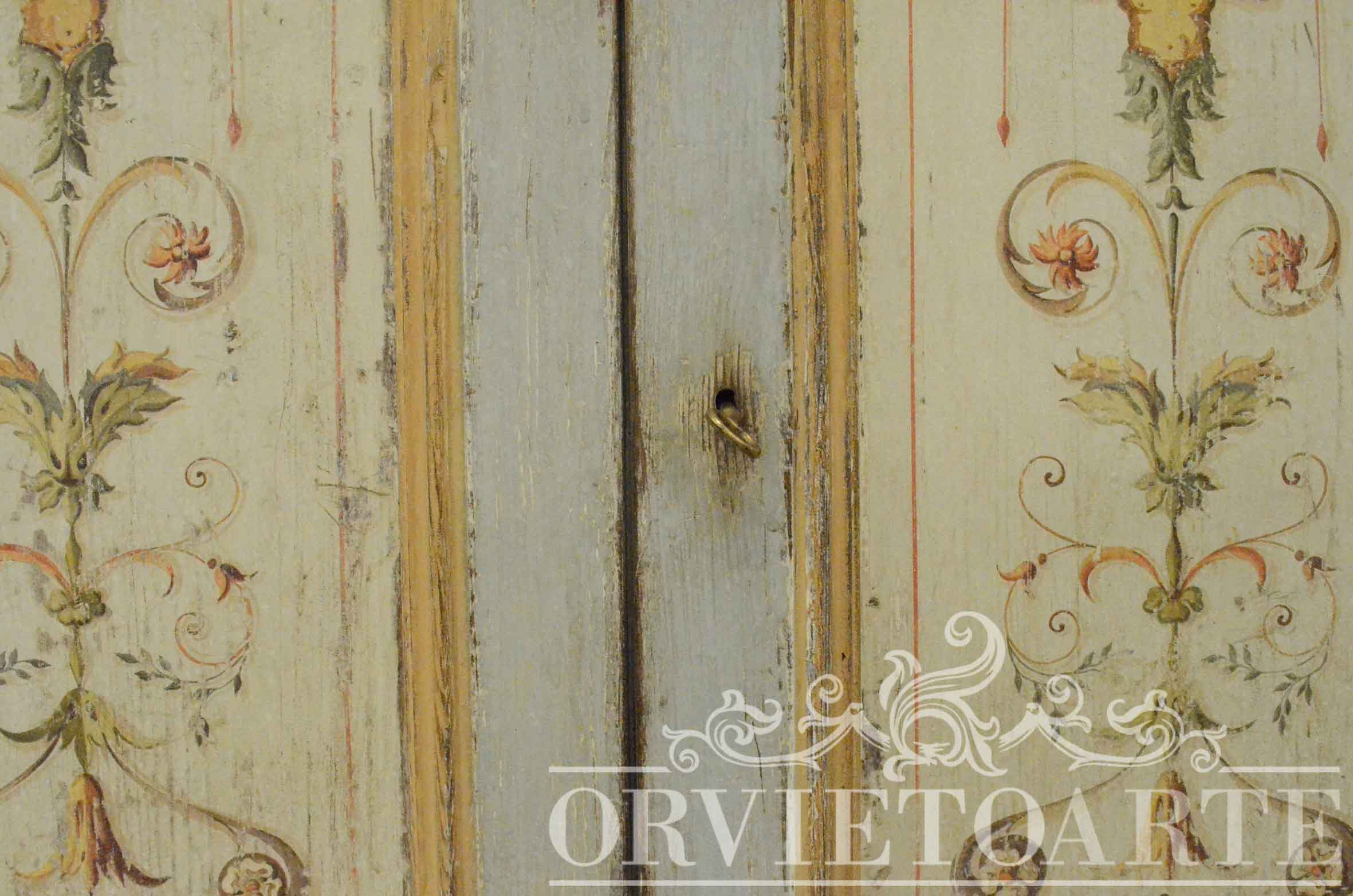 Orvieto arte credenza dipinta a mano con motivi a candelabra - Porte stile shabby chic ...