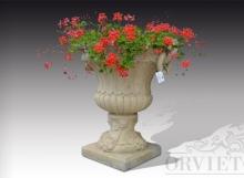 Coppia di grandi vasi antichi porta fiori in materiale ricomposto.