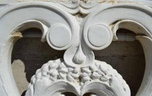 Particolare balaustra in marmo bianco di Carrara