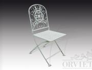 Sedia in ferro richiudibile con motivo floreale sullo schienale e seduta forata.