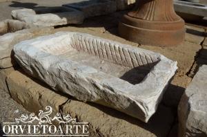 Abbeveratoio in pietra