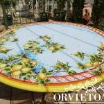 Piano in pietra lavica dipinta a mano con motivo di frutta e foglie