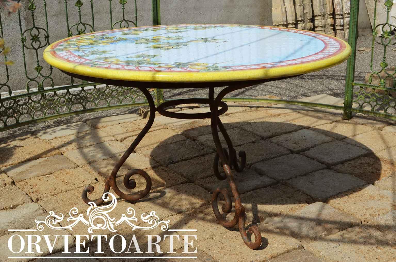 Orvieto arte tavolo con piano in pietra lavica dipinto a mano - Tavoli da giardino in ferro battuto e mosaico ...