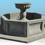 Fontana ottagonale in pietra