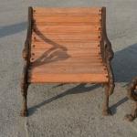 Poltroncina in legno e ghisa