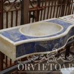 Lavabo in marmo blu, Arredo giardino, Orvieto, Umbria, Italia