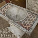 Lavabo in marmo intarsiato, Arredo giardino, Orvieto, Umbria, Italia