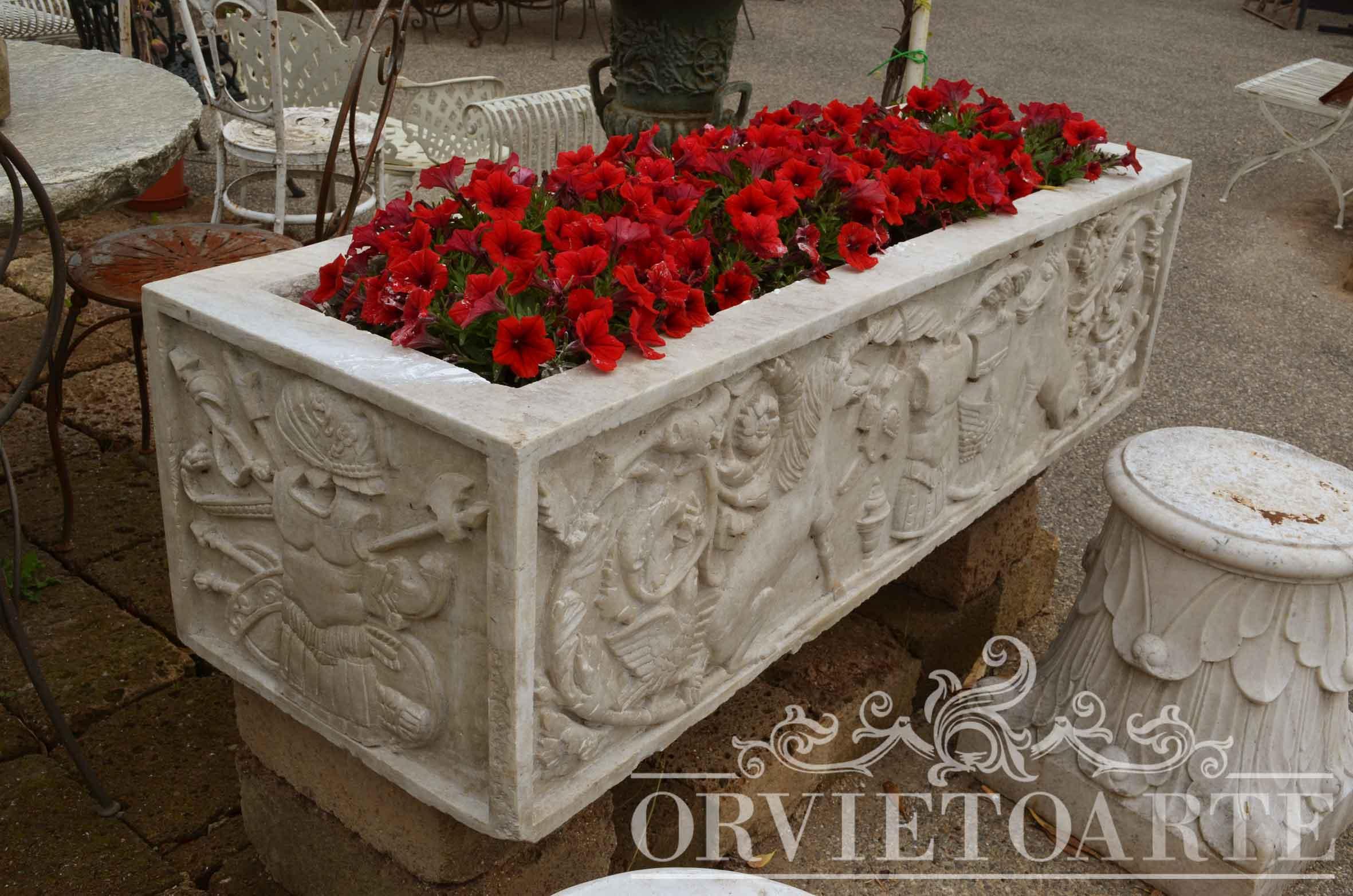 Orvieto arte vasca in marmo bianco con bassorilievo for Arredo giardino perugia