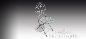 Sedia in ferro con seduta a rosone, Arredo giardino, Orvieto, Umbria, Italia