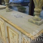 Credenza dipinta con motivi a candelabra, Orvieto, Umbria, Italia