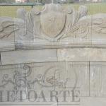 panchina semicircolare in pietra